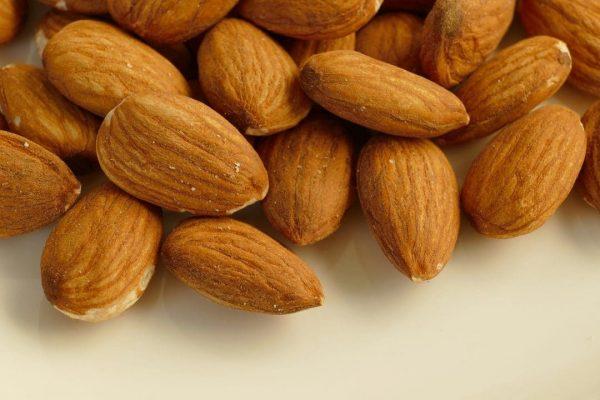 Almonds Peeled Almond Snack Food  - pictavio / Pixabay